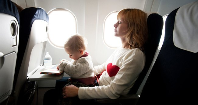 Kako potovati z otrokom na letalu?
